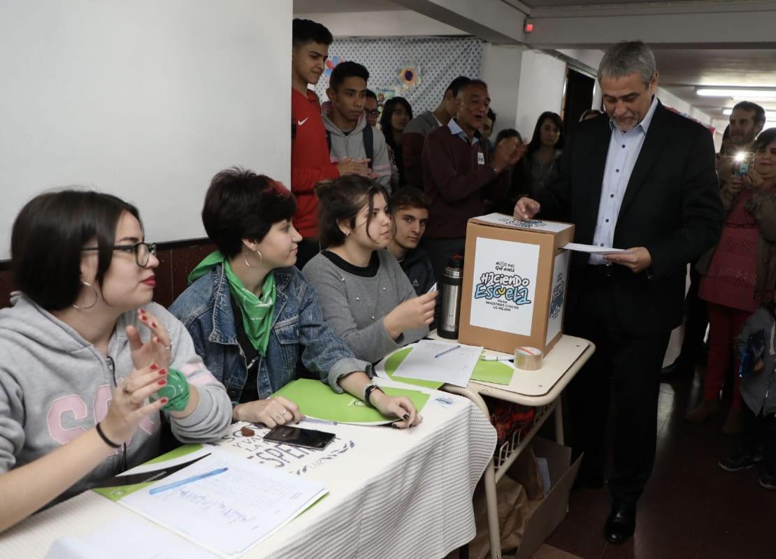 Los estudiantes de Avellaneda eligen los nombres que llevarán sus escuelas