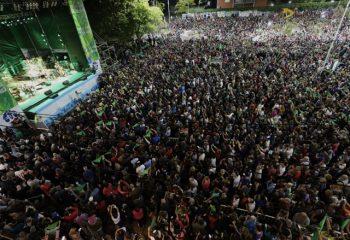 La fiesta inolvidable: Silvio Rodríguez emocionó a más de 100 mil personas en avenida Belgrano