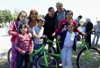 Más de 1.347 chicas y chicos de escuelas públicas ya recibieron sus bicicletas