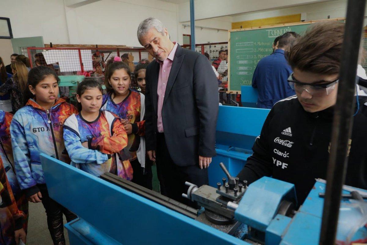 Ferraresi visitó escuelas de la ciudad y entregó un subsidio de $ 1.000.000
