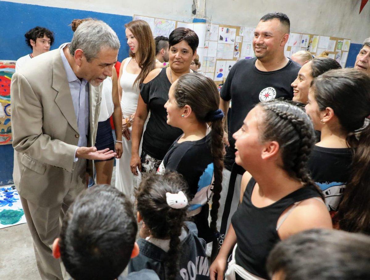 Ferraresi visitó las muestras «La fuerza de los barrios» en dos Puntos Culturales Municipales