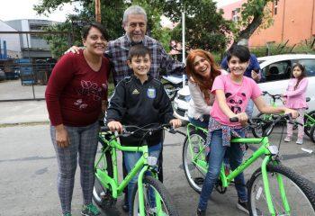 Casi 5 mil chicas y chicos recibieron sus primeras bicis en Área X