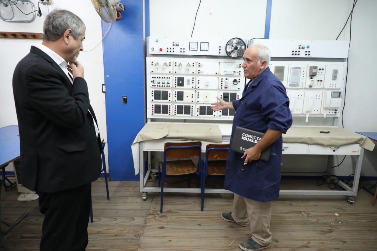 Ferraresi visitó la muestra anual del Centro de Formación Profesional N° 404