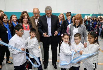 Wilde: Ferraresi inauguró el Salón de Usos Múltiples de la Escuela Primaria Nº 52