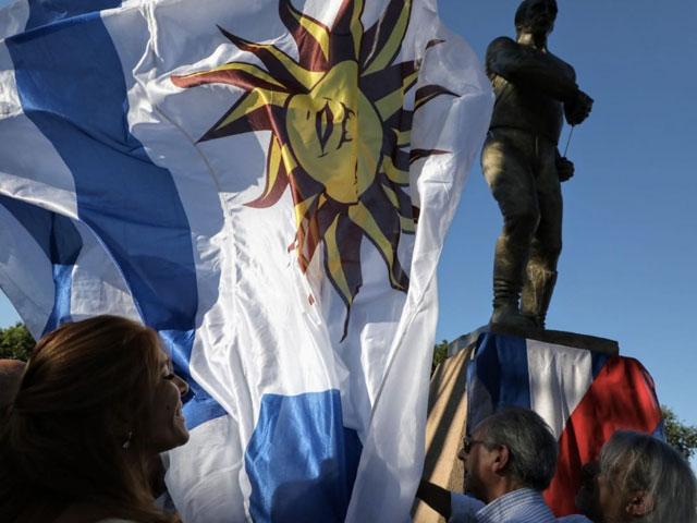 Homenaje al pueblo uruguayo en Sarandí: nueva plaza, monumento a Artigas y festival de verano