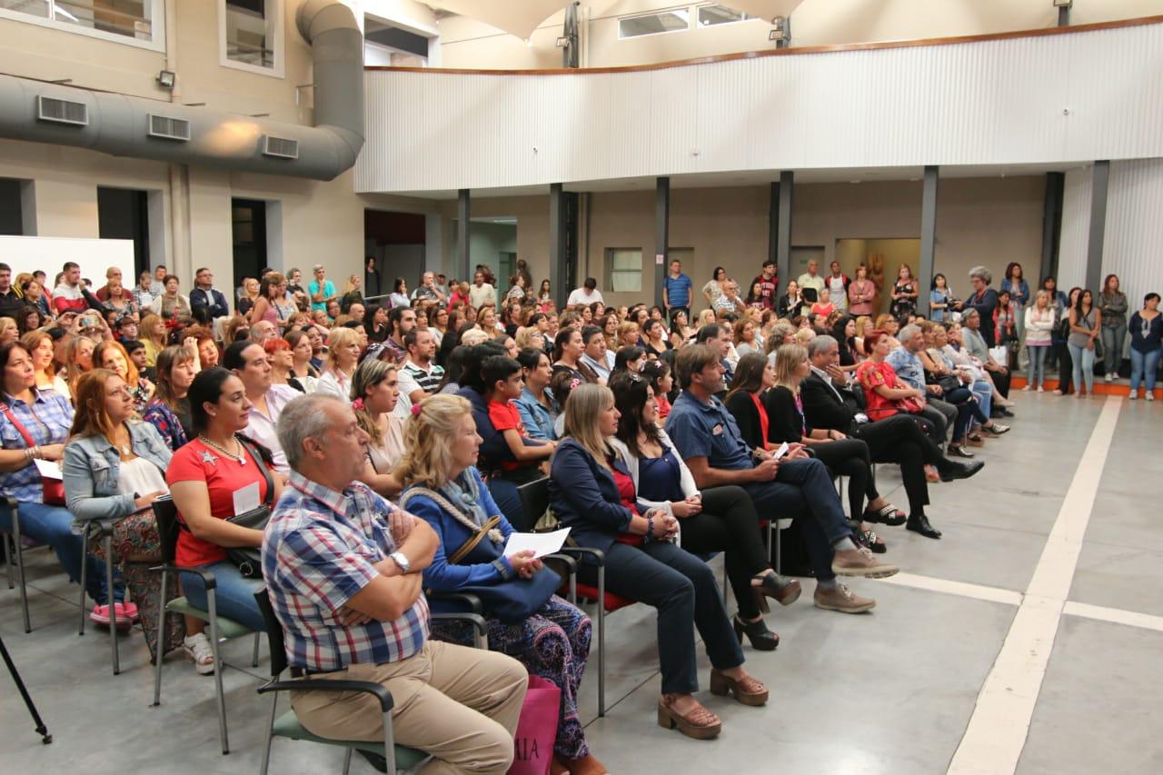 Ferraresi entregó $54 millones a 43 cooperadoras para continuar renovando los edificios de las escuelas provinciales