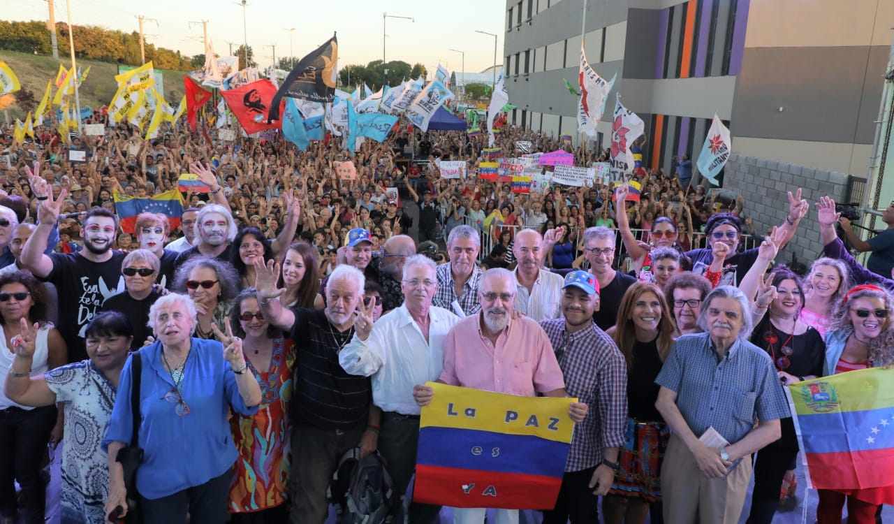 Con autoridades del Gobierno venezolano, Avellaneda inauguró un nuevo parque público con un gran festival