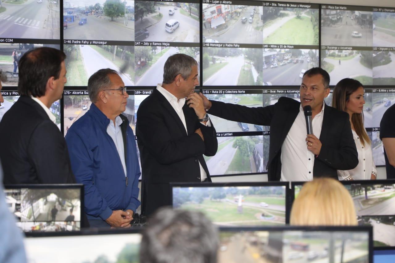 Ferraresi se reunió con intendentes del oeste para intercambiar experiencias de gestión y asistió a inauguración del centro municipal de monitoreo en Moreno