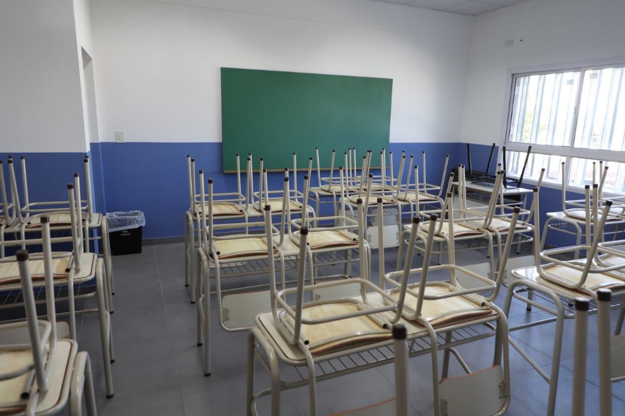 """Ferraresi inauguró el edificio de la Escuela Secundaria """"Simón Bolívar"""", en Sarandí"""