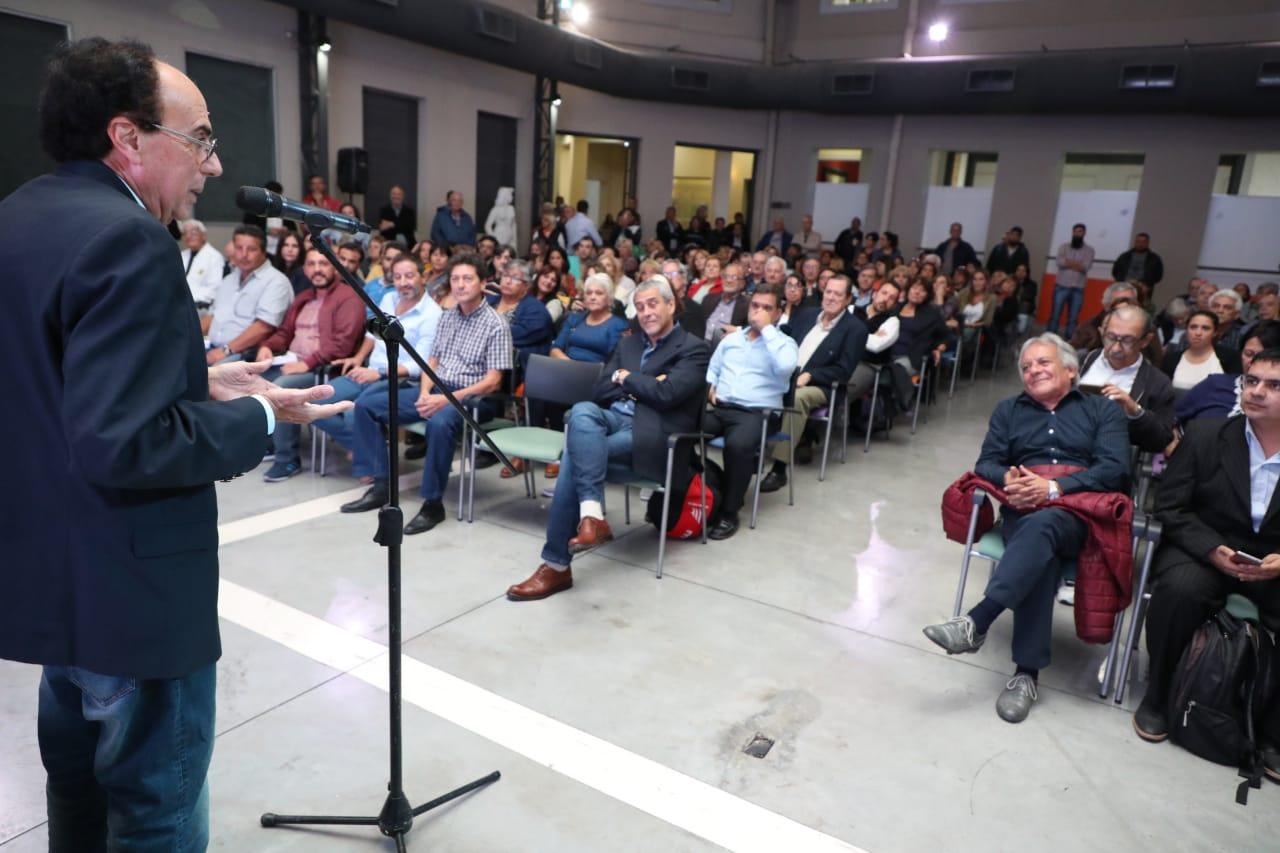 """Presentaron el libro """"Juan Domingo Perón, el hombre de los tres siglos"""", en el Centro Municipal de Arte"""