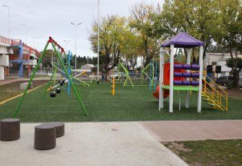 Un nuevo patio de juegos en Piñeyro en homenaje a Carla Martínez