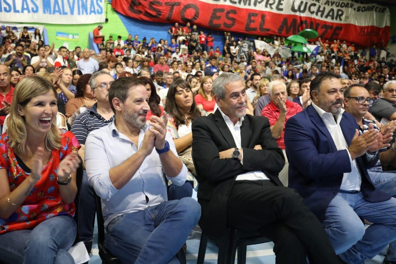 Ferraresi entregó más de 87 millones de pesos en subsidios a escuelas públicas y clubes de barrio