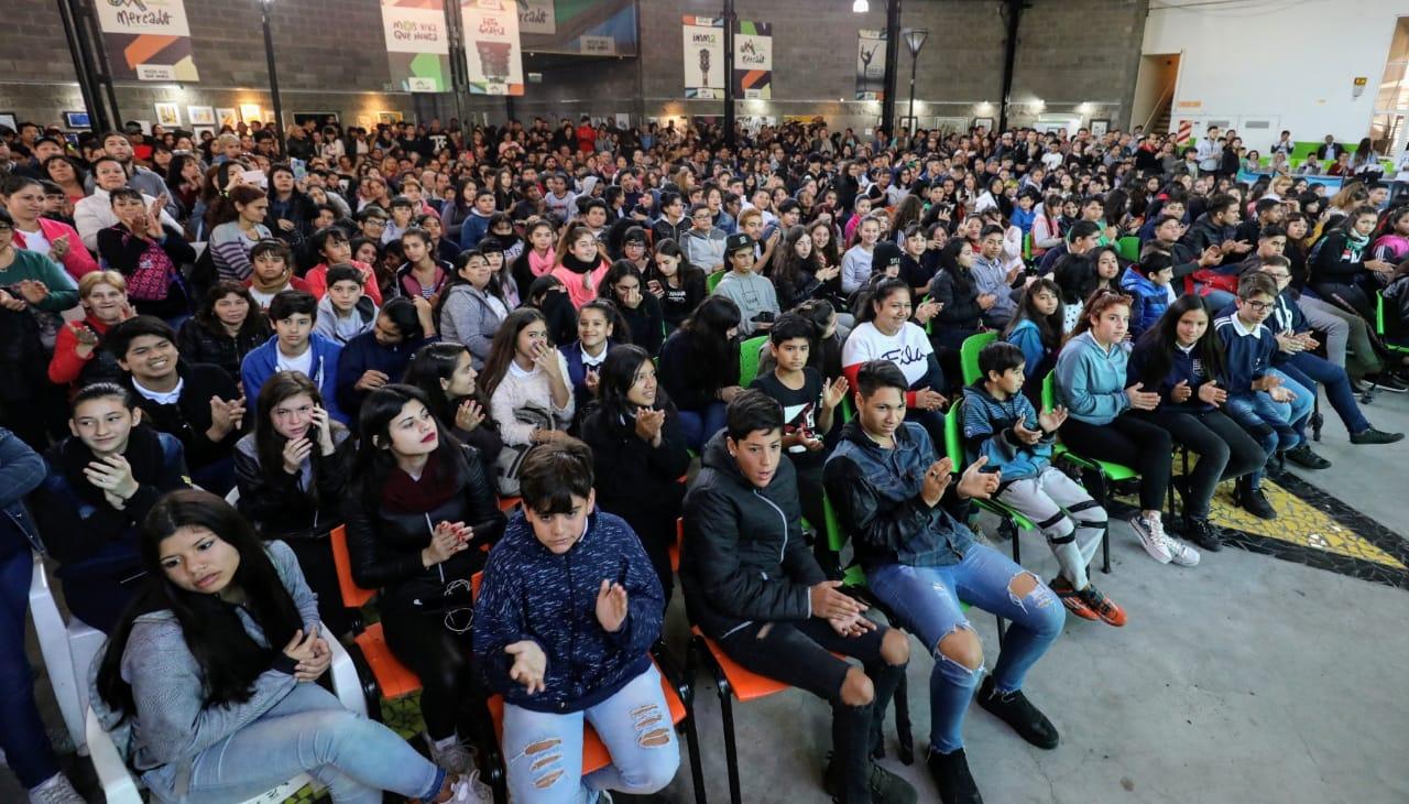 Avellaneda Conectada sigue llegando a estudiantes secundarios del distrito