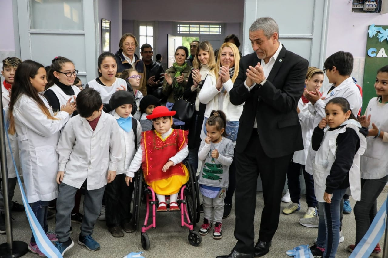En la Semana de Mayo, Ferraresi inaugura obras en 8 escuelas públicas de la provincia