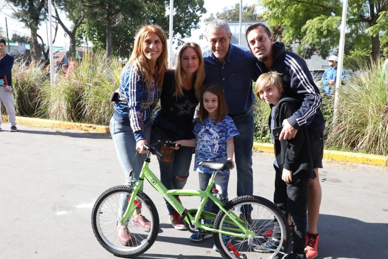 Más de 500 niñxs de primer grado de escuelas públicas de Avellaneda recibieron sus bicicletas