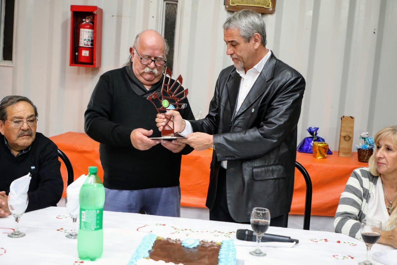 Por el Día de la Patria, Ferraresi recorrió los festejos de varias instituciones barriales