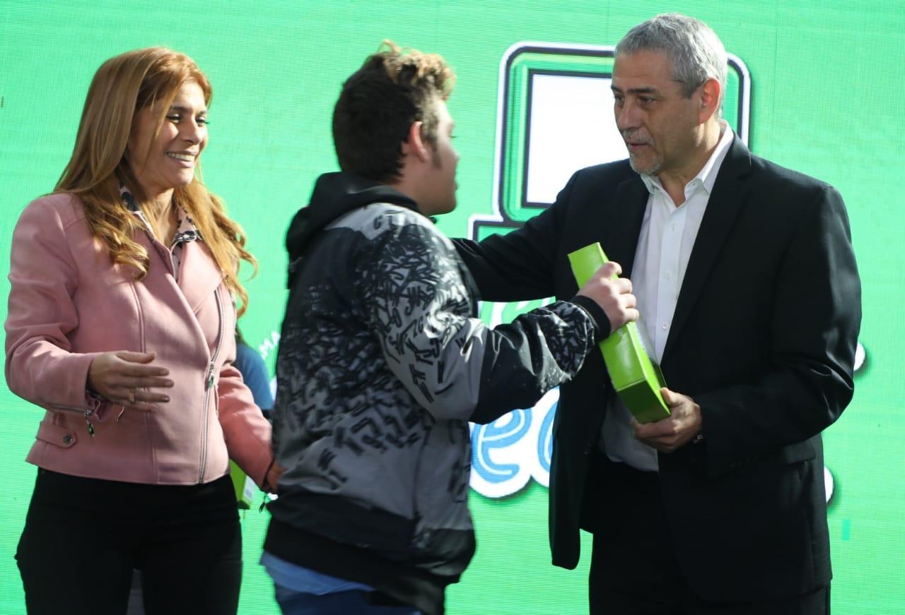 Ferraresi anunció que el municipio instalará wifi en todas las escuelas de Avellaneda