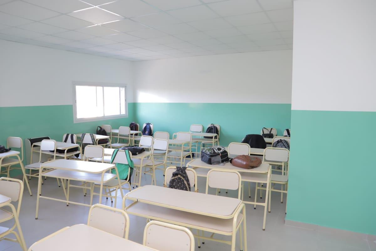 Ferraresi inauguró el edificio anexo de la Secundaria N° 28 y las obras de la Primaria N° 3 en Villa Domínico