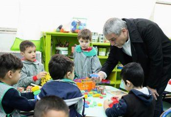 Ferraresi visitó la muestra de ciencias del Jardín Provincial 904