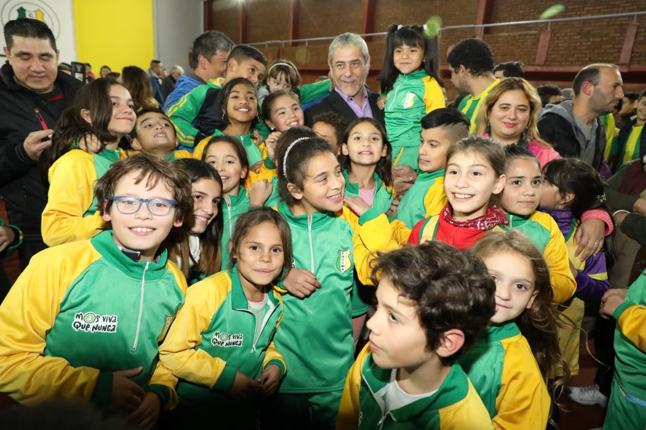 Ferraresi inauguró la remodelación del Club Fátima de Wilde