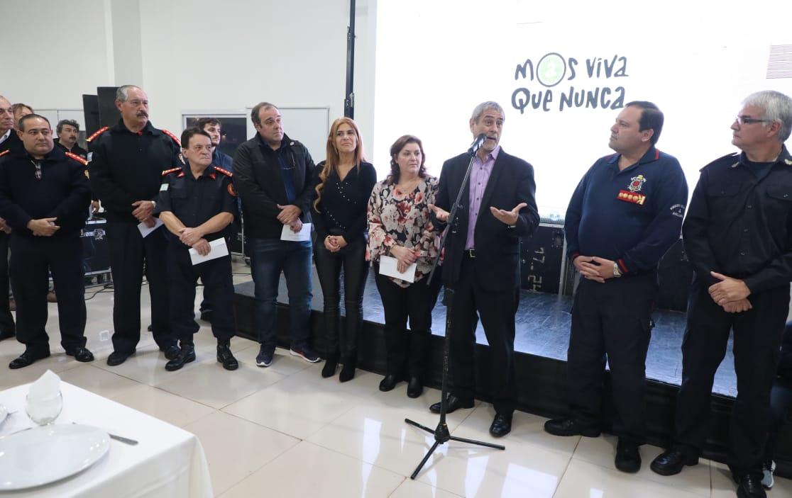 Ferraresi homenajeó a los Bomberos Voluntarios en su día y les entregó un subsidio de más de $ 1.000.000