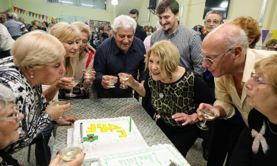 """Los centros de jubilados """"Idea Feliz"""" y """"Chascomús"""" celebraron sus aniversarios y recibieron subsidios del municipio"""
