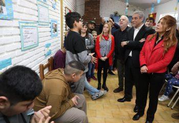 Ferraresi visitó la Asociación para la Ayuda del Niño Autista (APANAU)