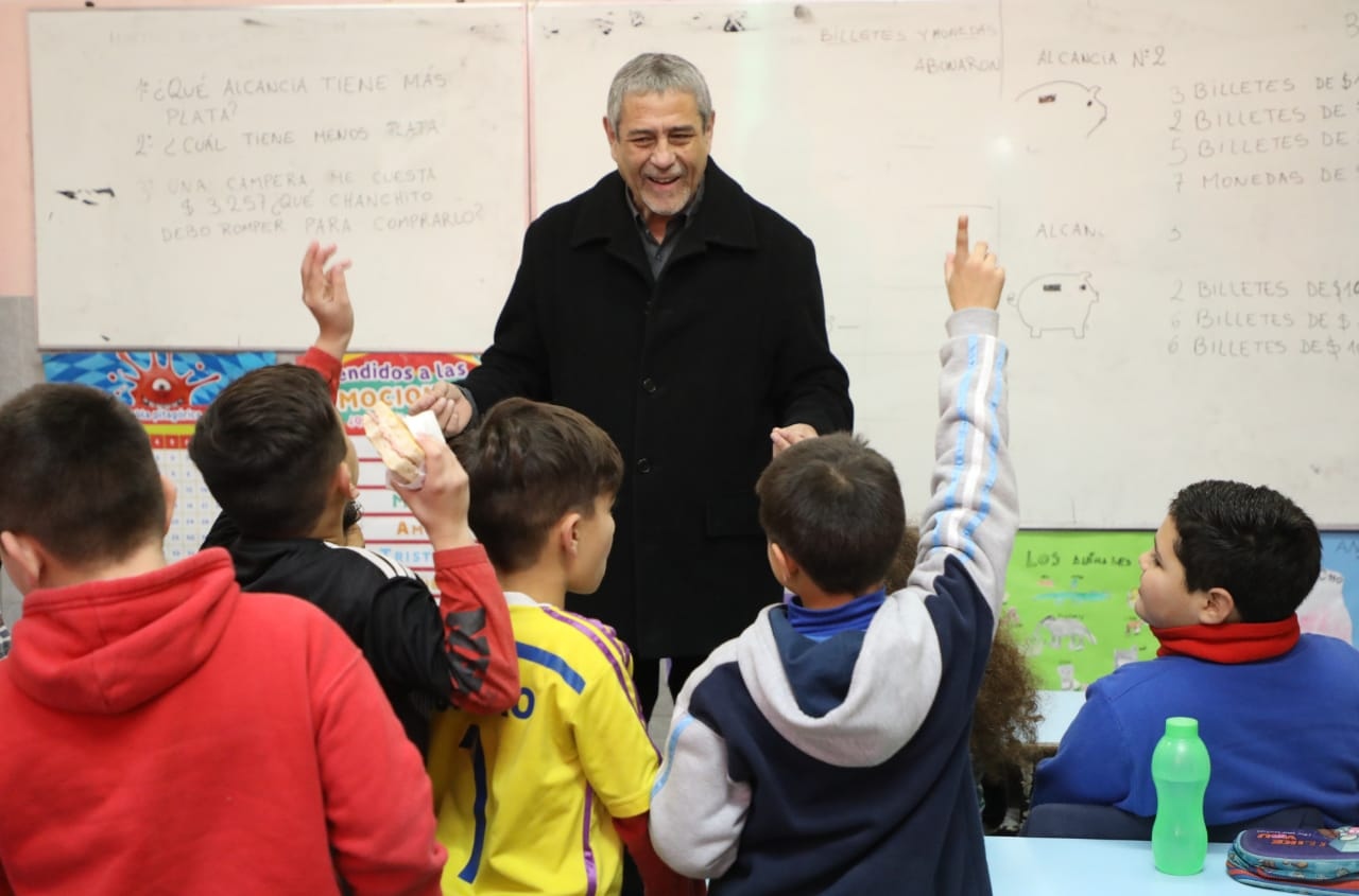 Esta semana, Ferraresi entregó más de $13 millones a instituciones educativas de Avellaneda