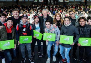 Avellaneda Conectada: los estudiantes del FINES también recibieron sus tablets
