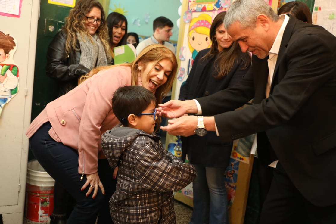 «Avellaneda Te Veo Bien»: el Municipio entregó nuevos anteojos a chicos de escuelas públicas primarias
