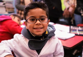 """""""Avellaneda Te Veo Bien"""": el Municipio entregó nuevos anteojos a chicos de escuelas públicas primarias"""