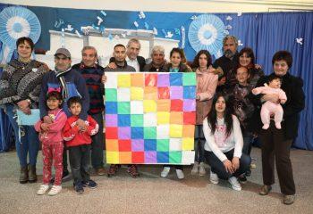 Estudiantes de las escuelas primarias de adultos también recibirán las tablets y el viaje de egresados solidario
