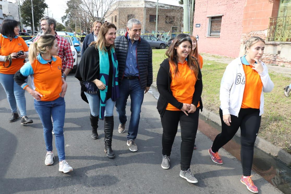 Ferraresi visitó una escuela primaria innovadora de Gerli