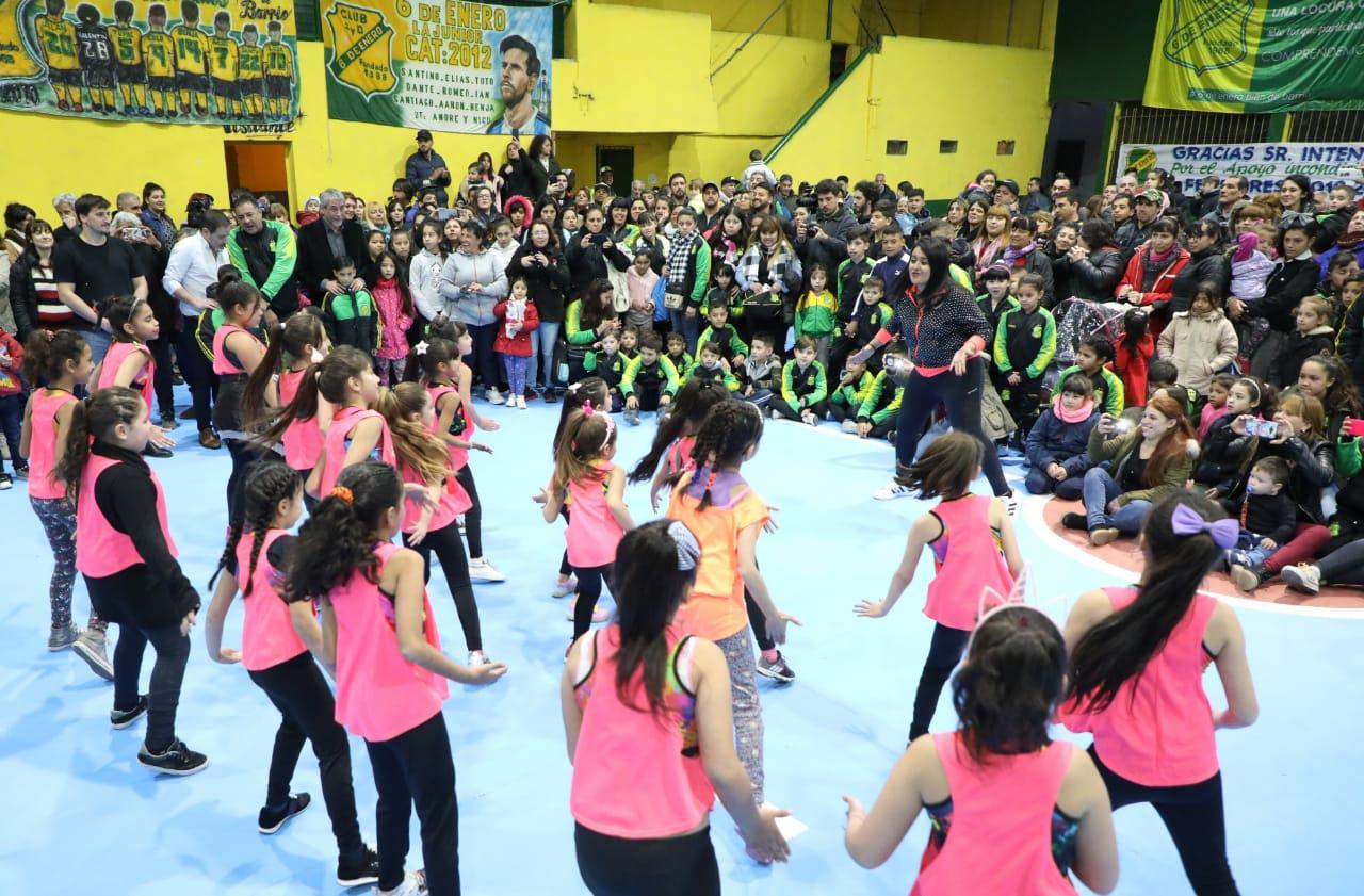 Ferraresi inauguró obras en los clubes «6 de Enero» y «Jorge Newbery»