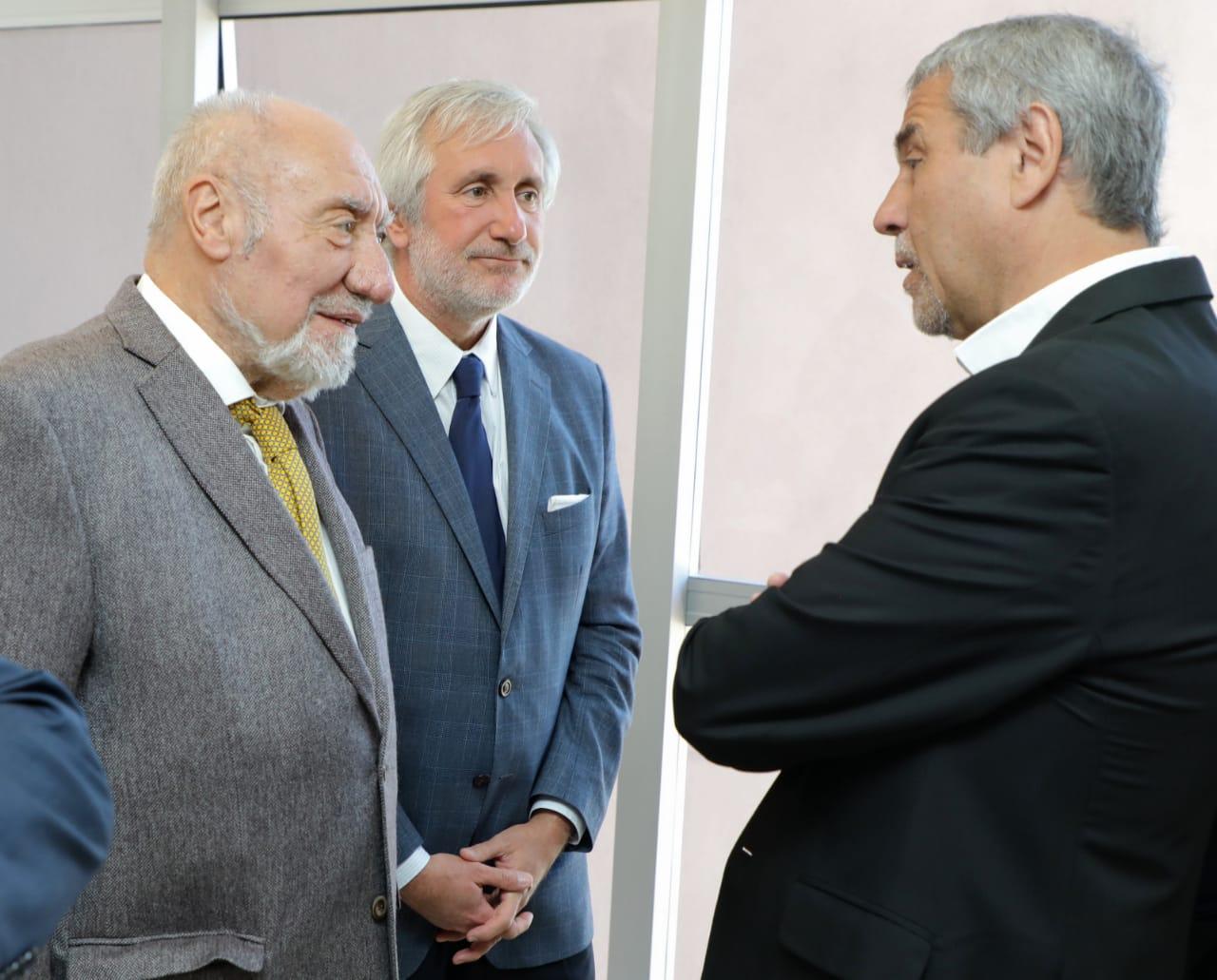 Ferraresi participó de una inauguración en Tribunales de Lomas y se reunió con los trabajadores que protestaban junto al acto
