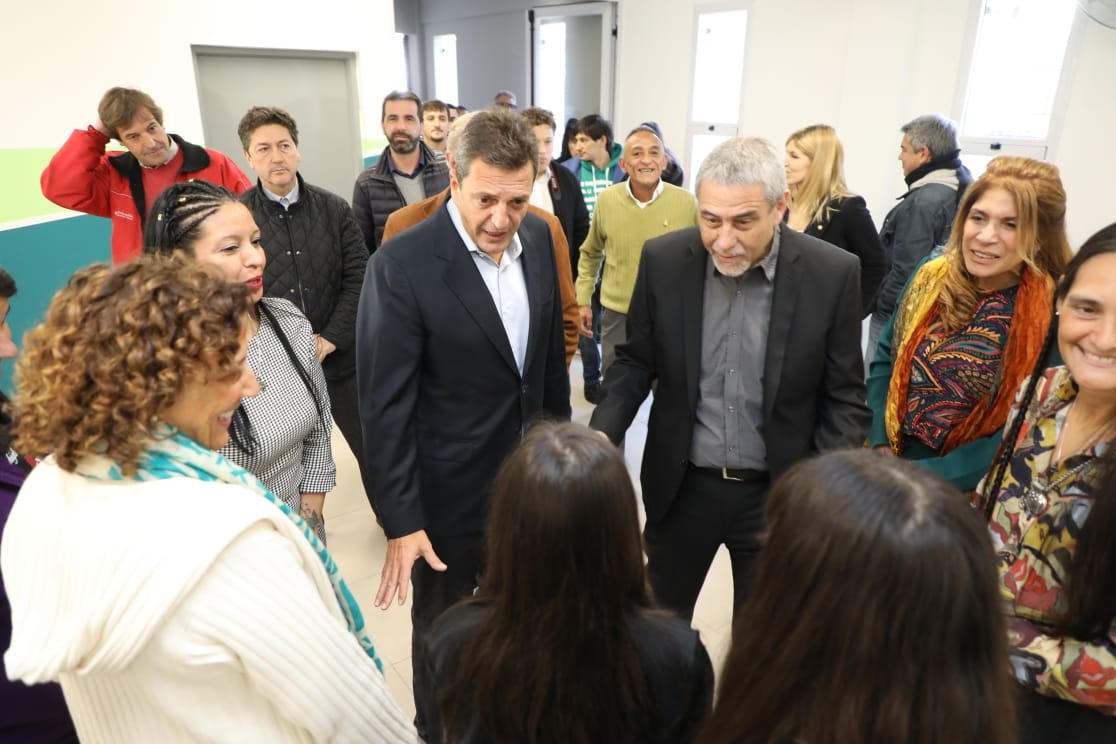 Ferraresi y Massa inauguraron el edificio municipal para la Secundaria 26 de Wilde