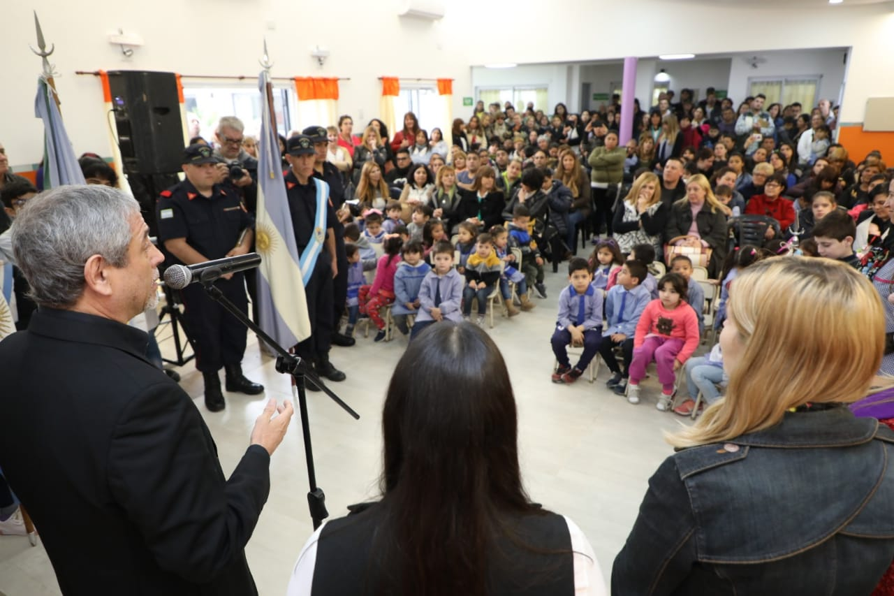 Ferraresi inauguró el nuevo edificio del Jardín de Infantes N° 924