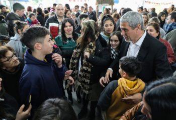 El intendente visitó la feria de las colectividades del Colegio Parroquial Santa Teresita