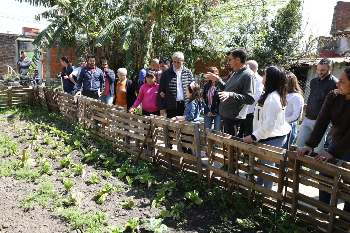 "Ferraresi visitó la Sociedad de Fomento ""Florentino Ameghino"" que cumplió 106 años"