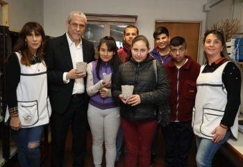 Los alumnxs de la Escuela Especial 506 producirán macetas ecológicas para hacer su viaje de fin de curso