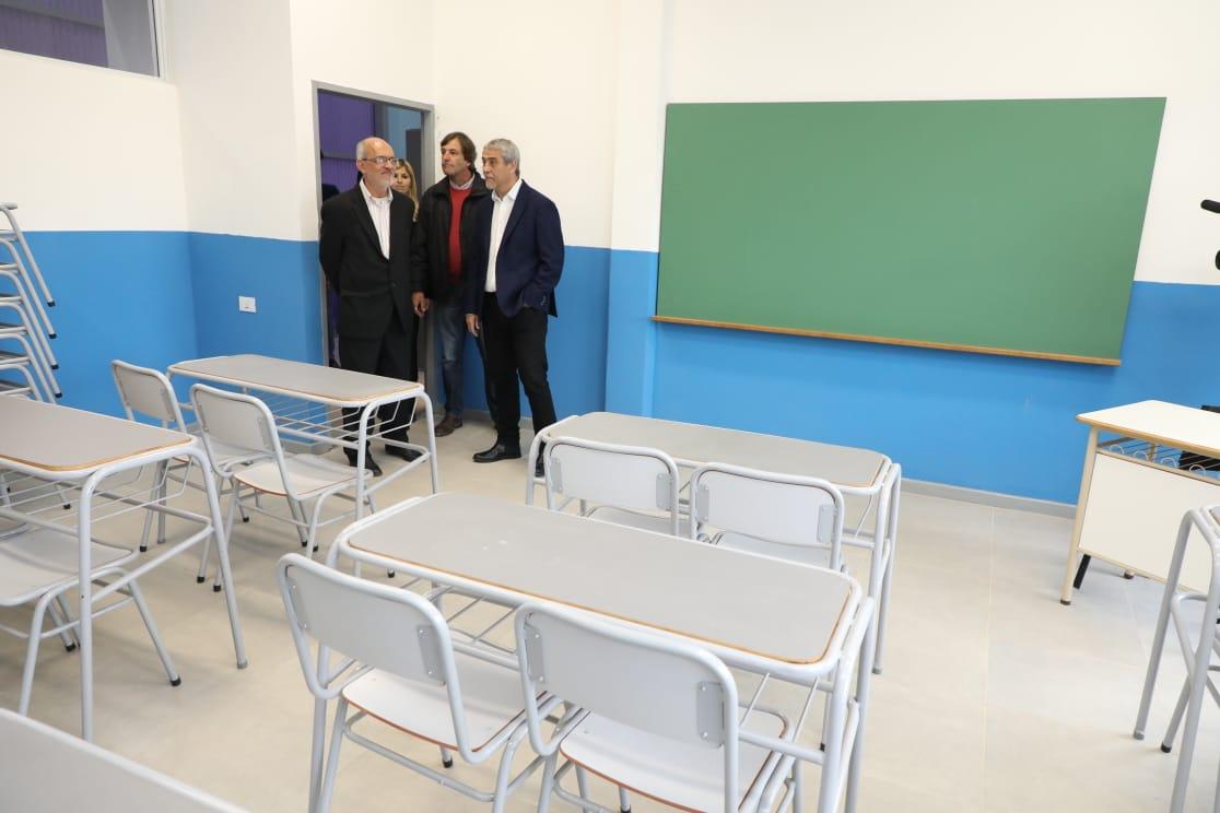 Ferraresi inauguró el edificio municipal para la primera escuela secundaria unificada de Dock Sud