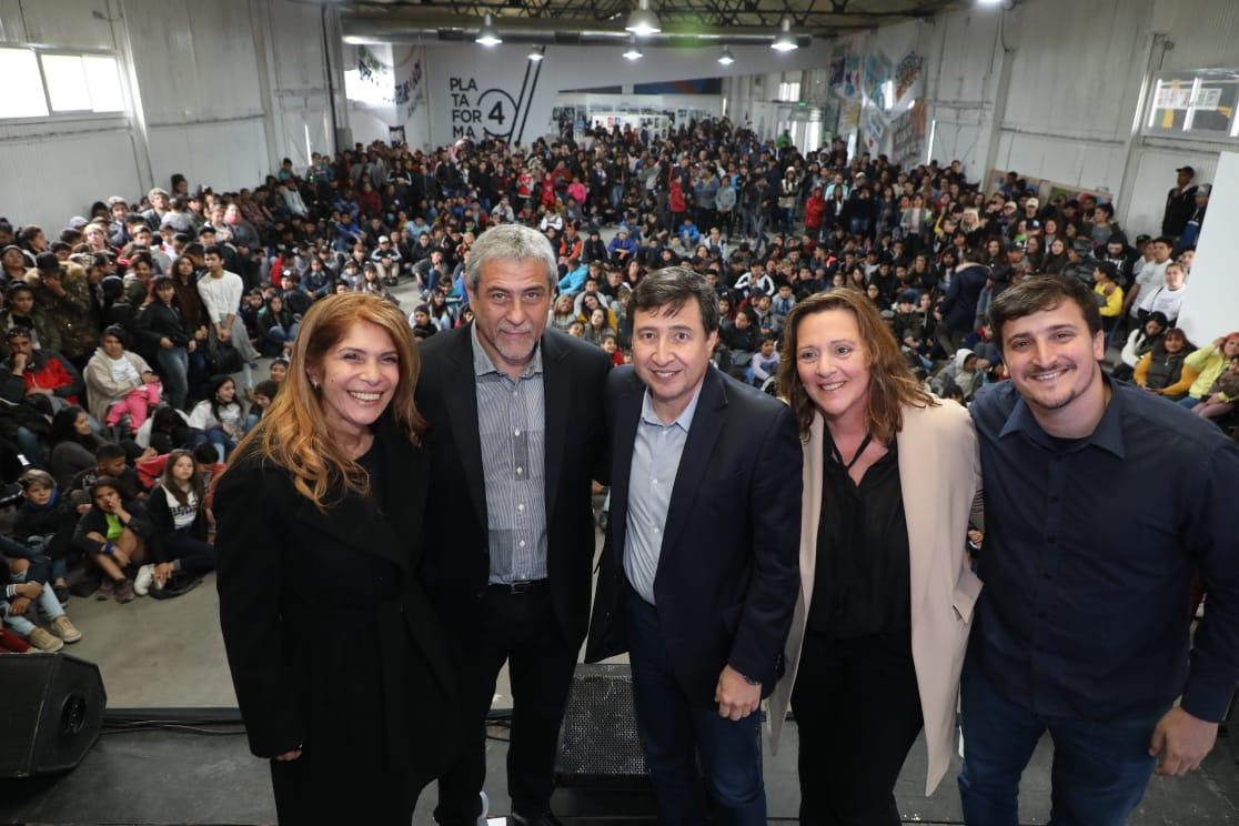 Ferraresi y Daniel Arroyo visitaron la muestra anual del Programa Envión