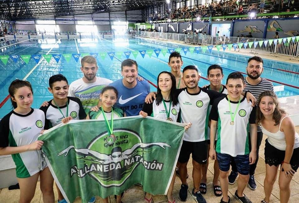 Cientos de nadadores participaron de la «Copa Avellaneda» en el natatorio olímpico municipal
