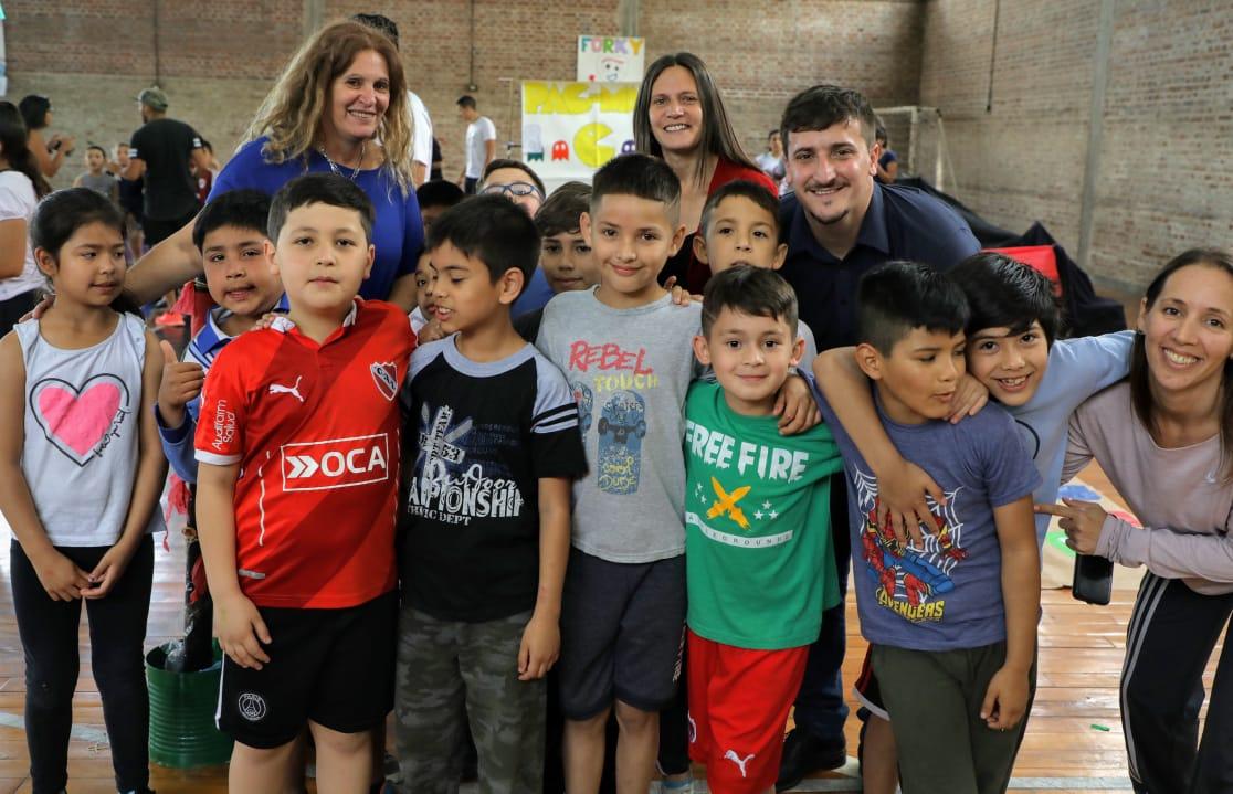 Jornada recreativa de escuelas primarias en Villa Dominico
