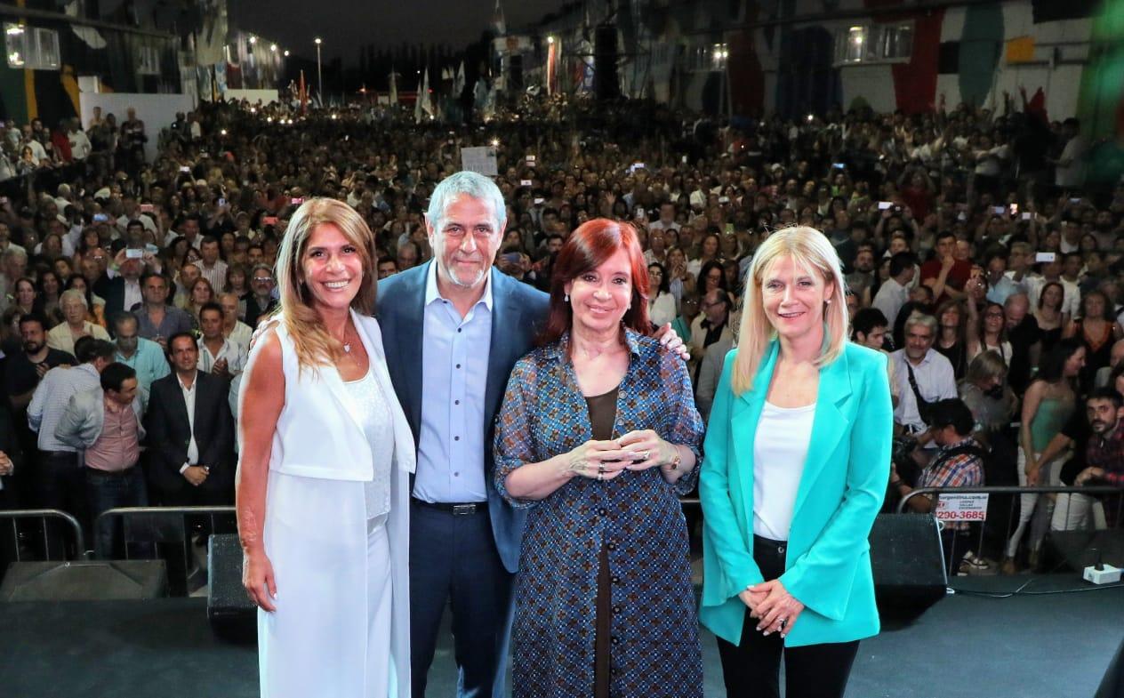 Junto a Cristina, Ferraresi asumió un nuevo mandato: «Volvimos con alegría para poner nuevamente a la Argentina de pie»