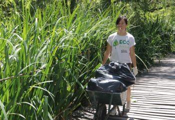 Jornada voluntaria de saneamiento en la Eco Área Municipal