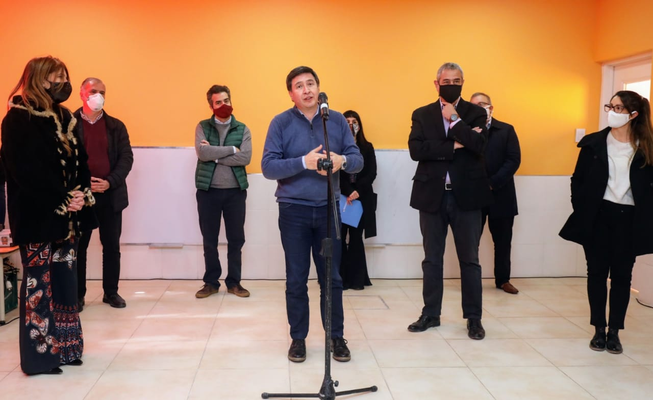 Ferraresi y Daniel Arroyo inauguraron obras en el Jardín de Infantes Municipal N°35 en Villa Domínico
