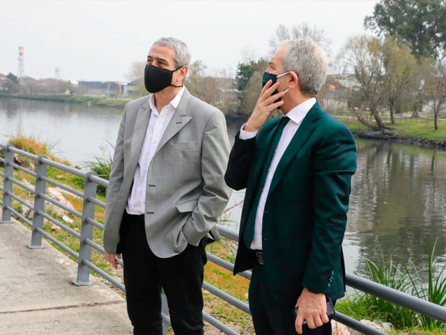 Ferraresi y el ministro Alak visitaron las obras destinadas al Departamento Judicial