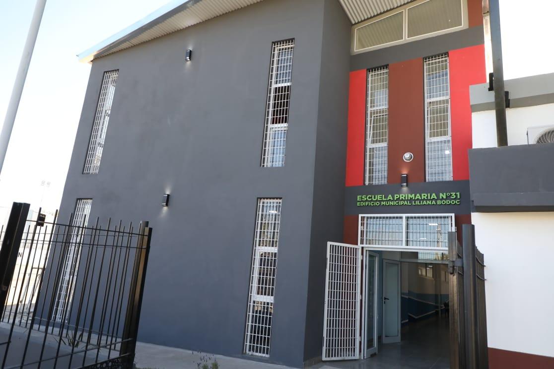 Ferraresi y Kicillof inauguraron el edificio de la Primaria 31, en Dock Sud