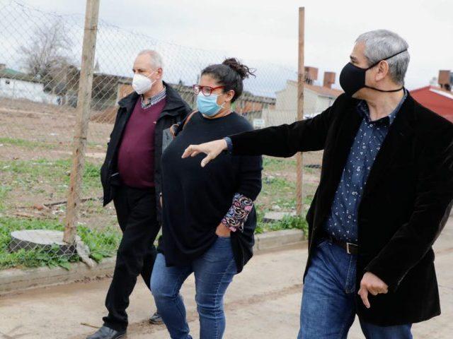 El Intendente recorrió Villa Azul junto a la directora del Organismo Provincial de Integración Social y Urbana